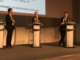 Lebhafte Diskussion: Auf dem Podium des Stuttgarter Symposiums mit Harald Naunheimer (ZF) und Wolfgang Schwenk (Opel)